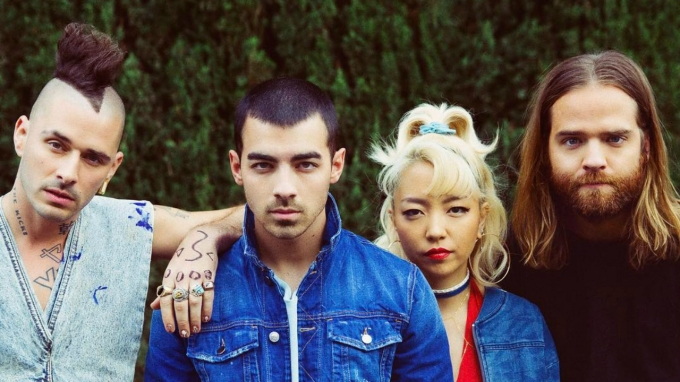 DNCE-Kissing-Strangers-Lyric-Video.jpg