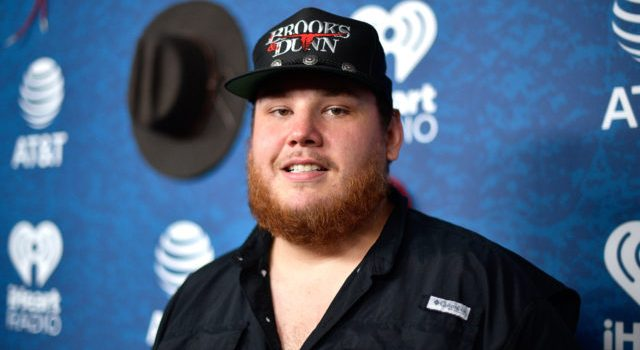 Artist.LukeCombs.Country.IHeartCountryFestivalAwkwardSmile.May2018-1-1-640x400-640x350